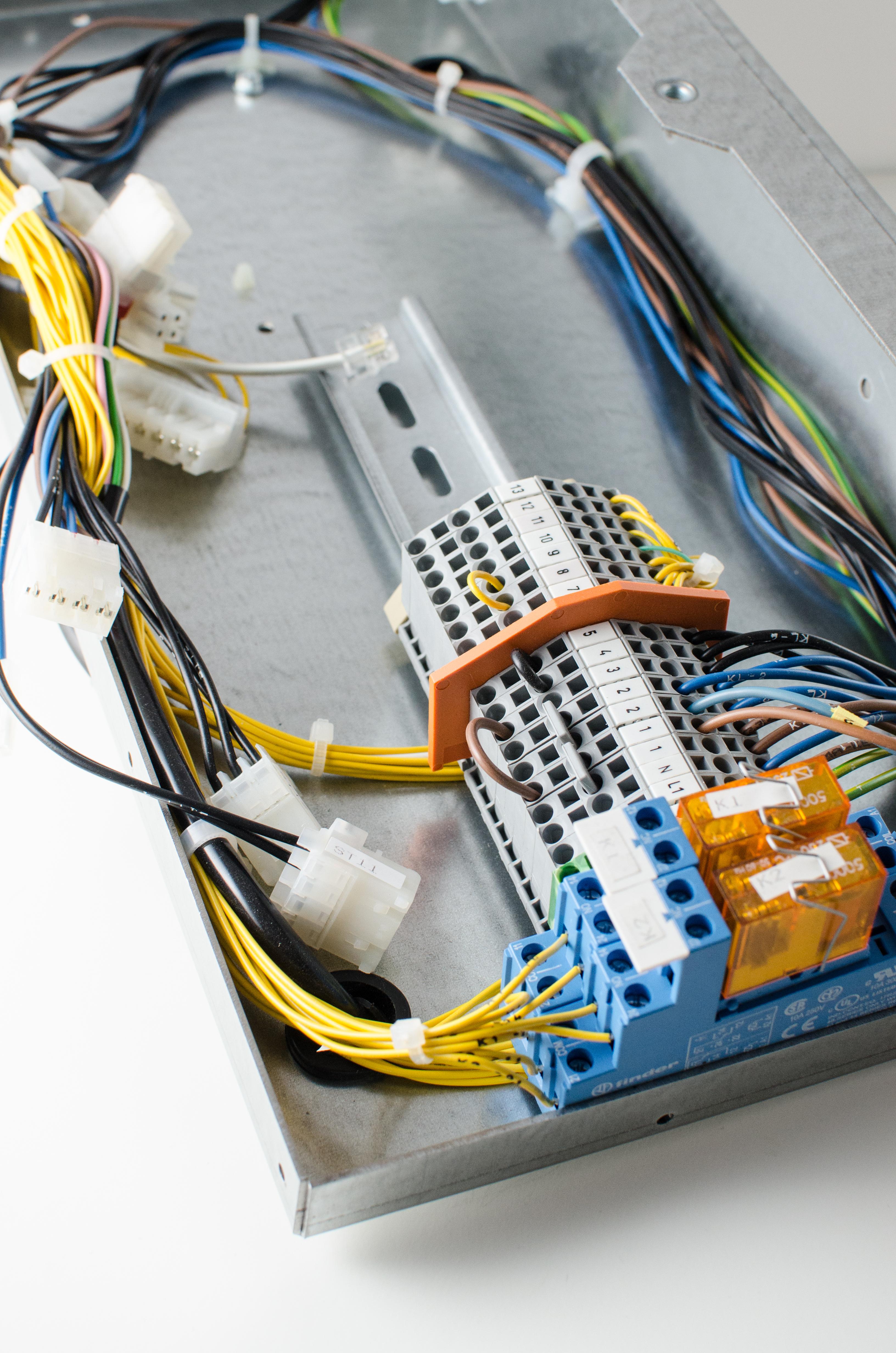 Modules and ground-/supply cables | Dékavé B.V.